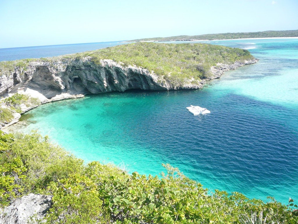 Most Amazing Sinkholes: Dean's Blue Hole, The Bahamas