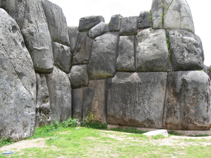 10 Most Famous Walls In The Worlds: Sacsayhuaman, Peru