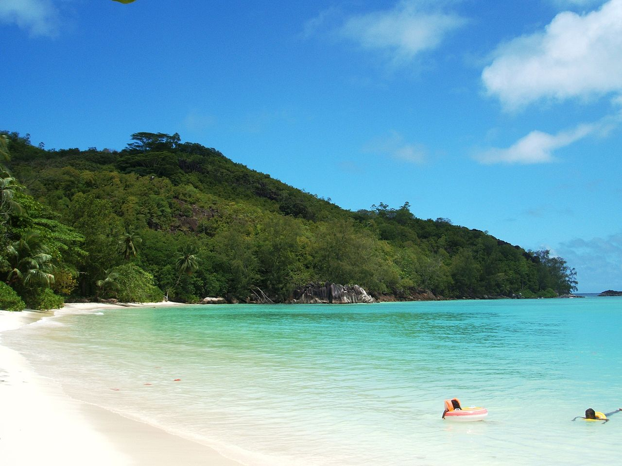 10 beautiful beaches, from which it is better to stay away 72