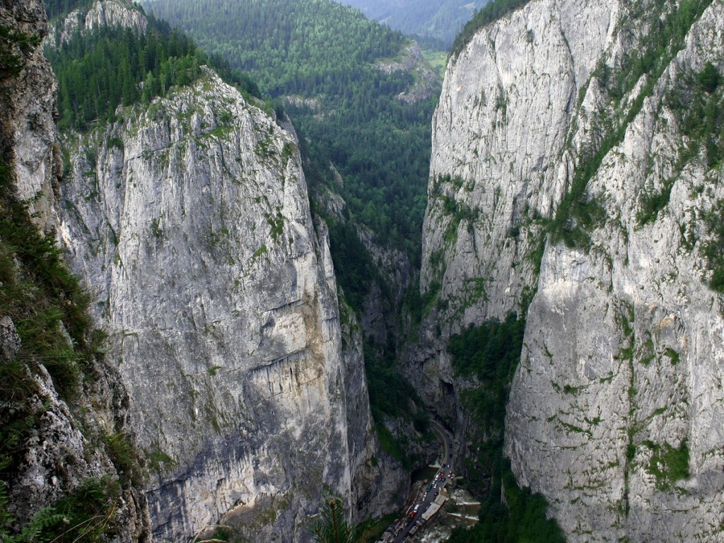 Most Breathtaking Canyons In The World: Bicaz Canyon, Romania (source: wiki)