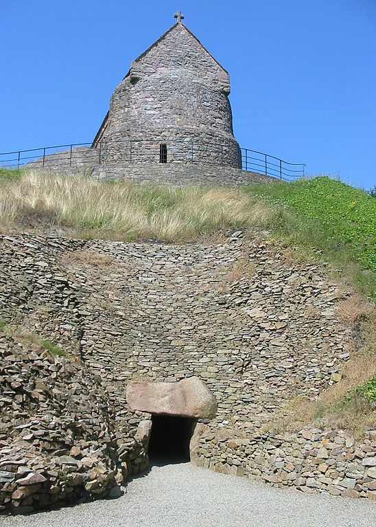 Oldest Buildings In The World: La Hougue Bie, Jersey (source: wiki)