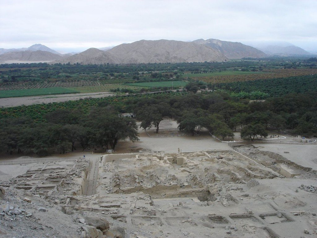 Oldest Buildings In The World: Sechin Bajo, Peru (source: wiki)