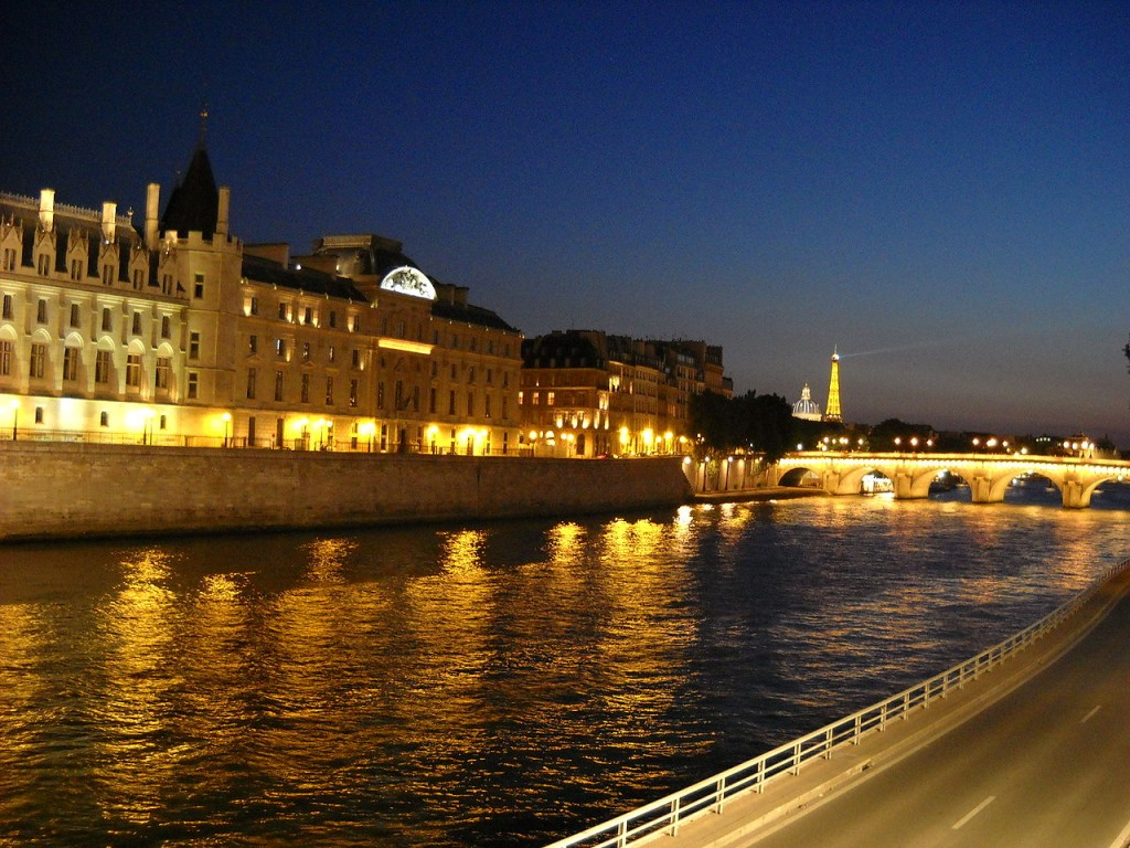 Best Attractions In Paris: Boat Tour of the Seine River