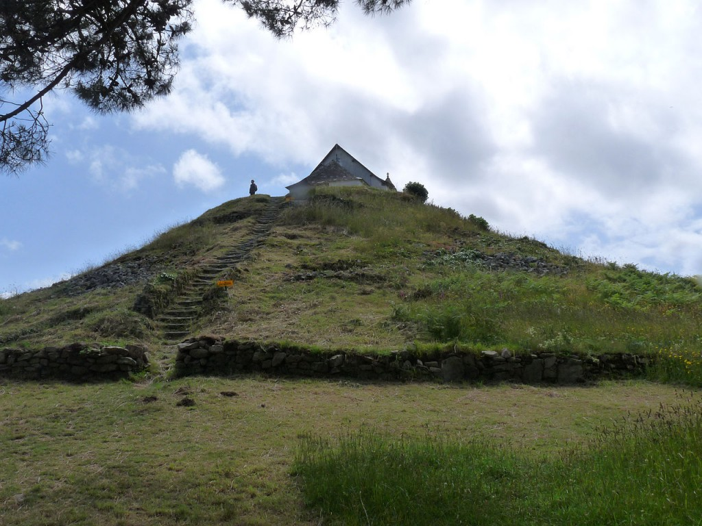 Oldest Buildings In The World: Tumulus Saint-Michel, France (source: wiki)