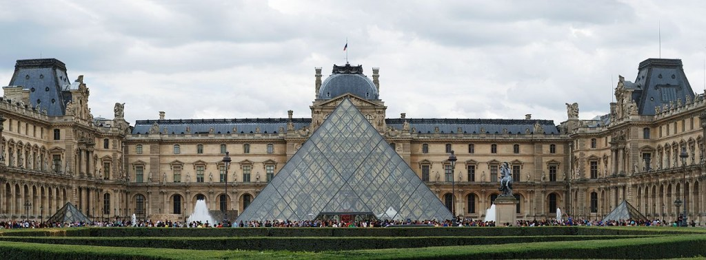 Best Attractions In Paris: Le Louvre