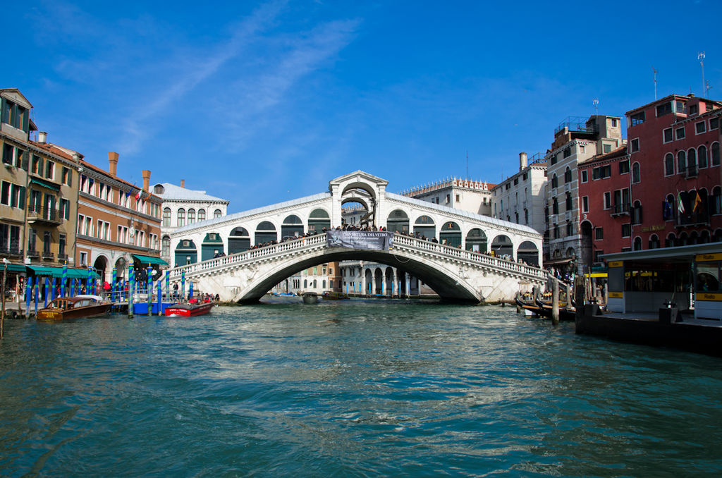 Most Beautiful Stone Bridges In The World: Rialto Bridge, Venice, Italy