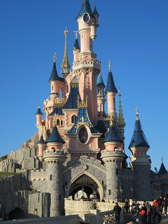 Most Popular Amusement parks In The World: Disneyland Paris