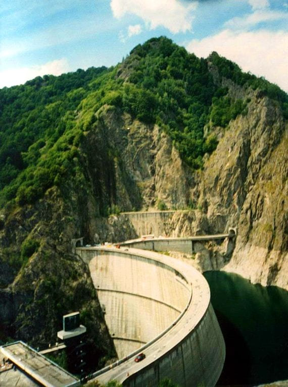 Highest Bungee Jumps: Vidraru Dam, Curtea de Arges, Romania