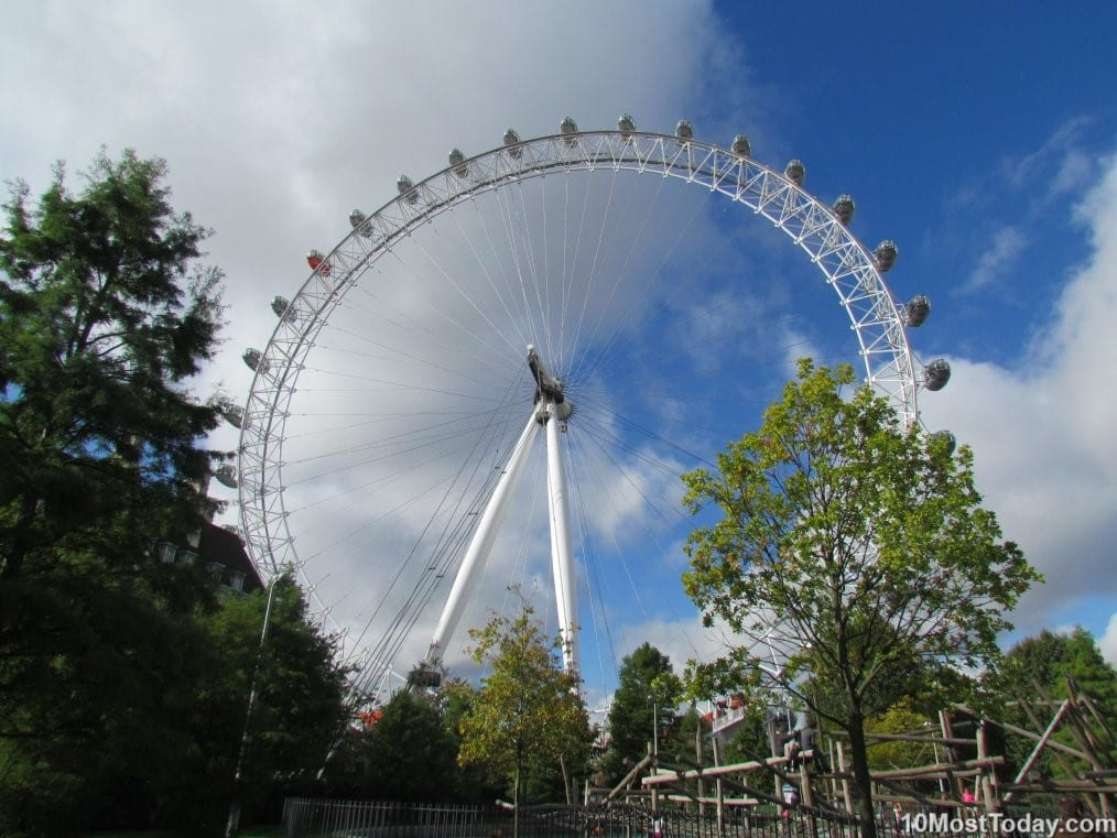 Best Attractions In London: London Eye Ferris Wheel