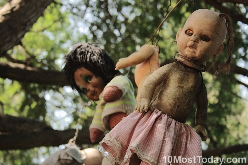 Creepiest Places In The World: The Island of the Dolls, Mexico