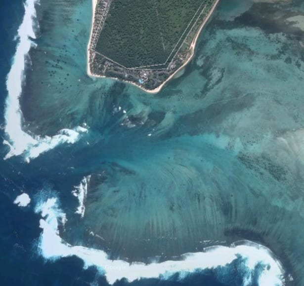 10 Most Unique Local Phenomenons: The 'Underwater Waterfall' Illusion, Mauritius (Google Earth)