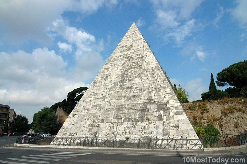 Most Notable Pyramids In The World: Pyramid of Cestius, Rome, Italy