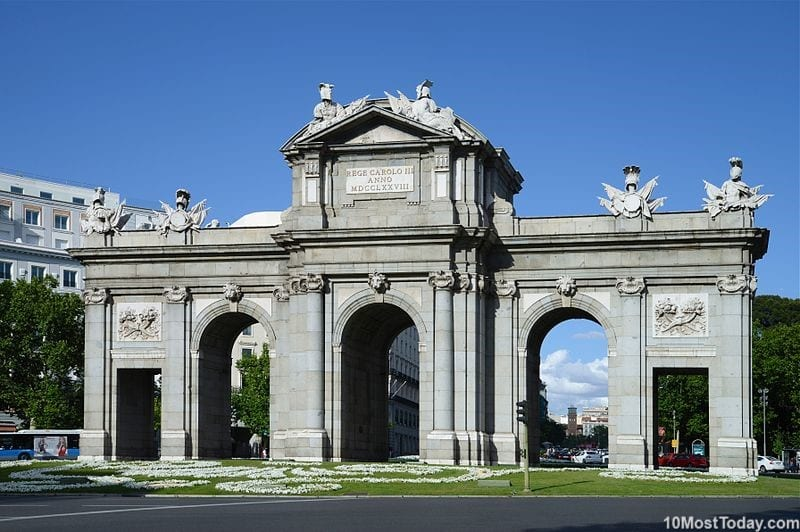 Best Attractions In Madrid: Puerta de Alcalá