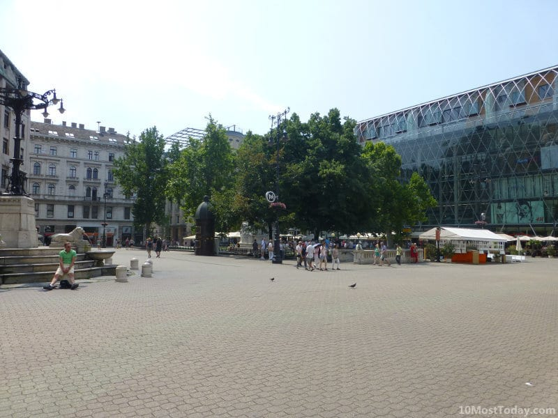 Best Attractions In Budapest: Vörösmarty Square