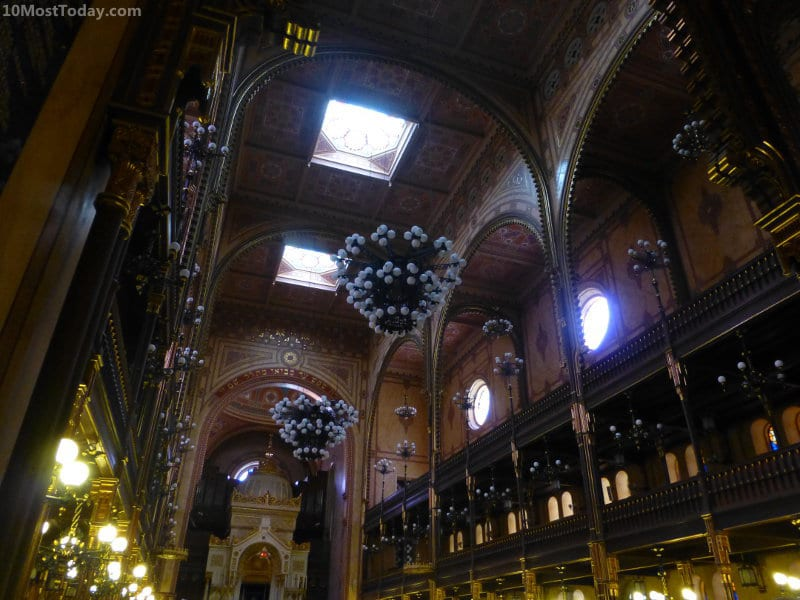 Best Attractions In Budapest: Dohány Street Synagogue