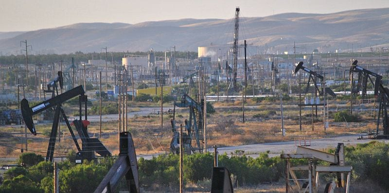 Largest Oil Consuming Countries: Oil field in California