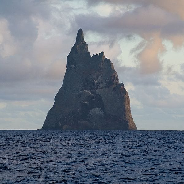 Most Amazing Sea Stacks In The World: Ball's Pyramid, Australia