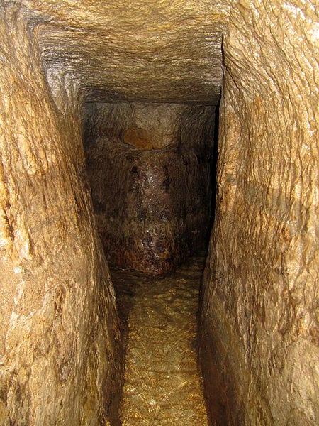 Best Attractions In Jerusalem: Hezekiah's Tunnel