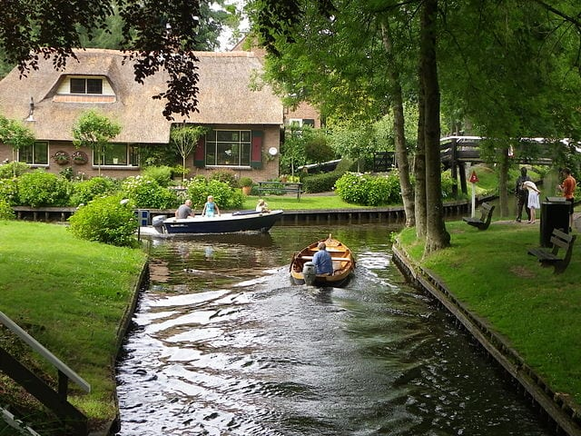 Great Destinations Without Cars: Giethoorn, Netherlands