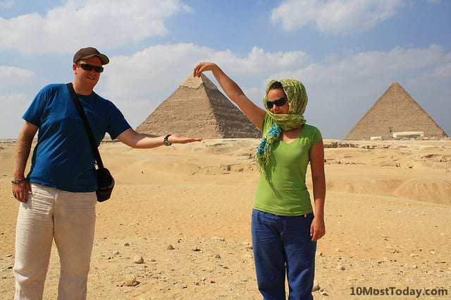 Forced perspective photos with the Great Pyramid of Giza
