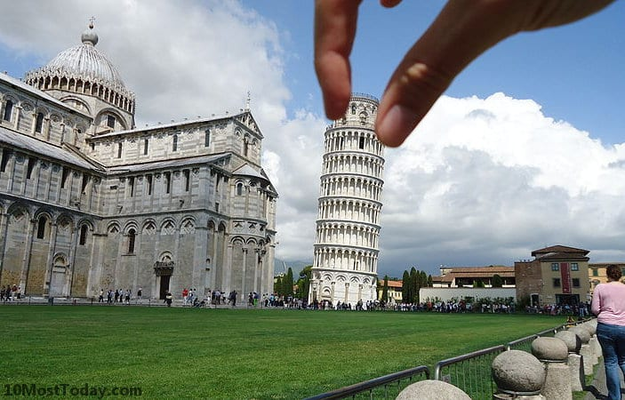 Forced perspective photos with the Leaning Tower of Pisa