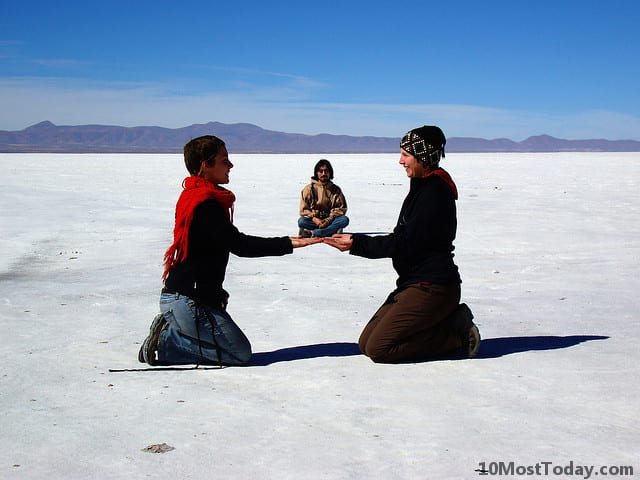 Forced perspective photos in Salar de Uyuni, Bolivia