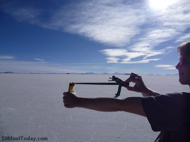 Forced perspective photos in Salar de Uyuni, Bolivia