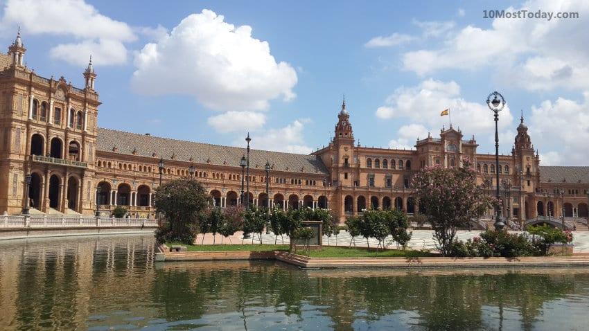 Best Attractions In Seville: Plaza de España