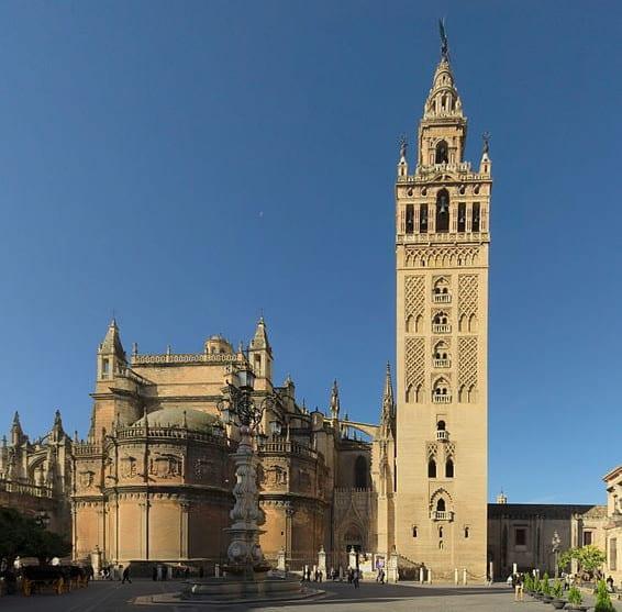 Best Attractions In Seville: La Giralda