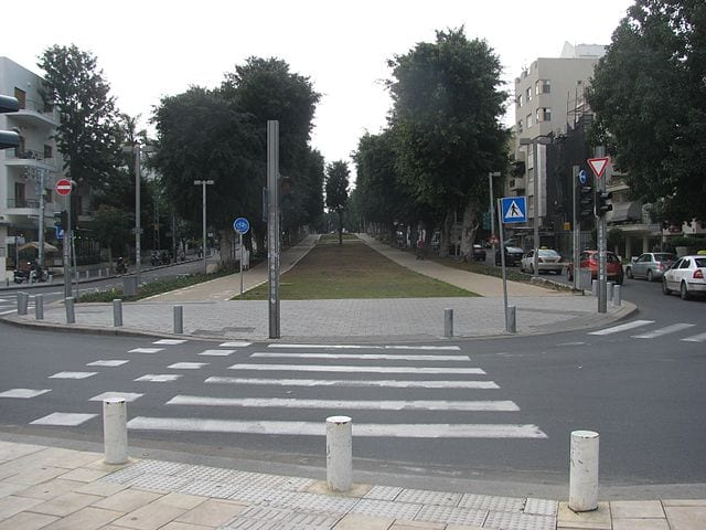 Rothschild Boulevard surrounded by preserved and restored Bauhaus buildings