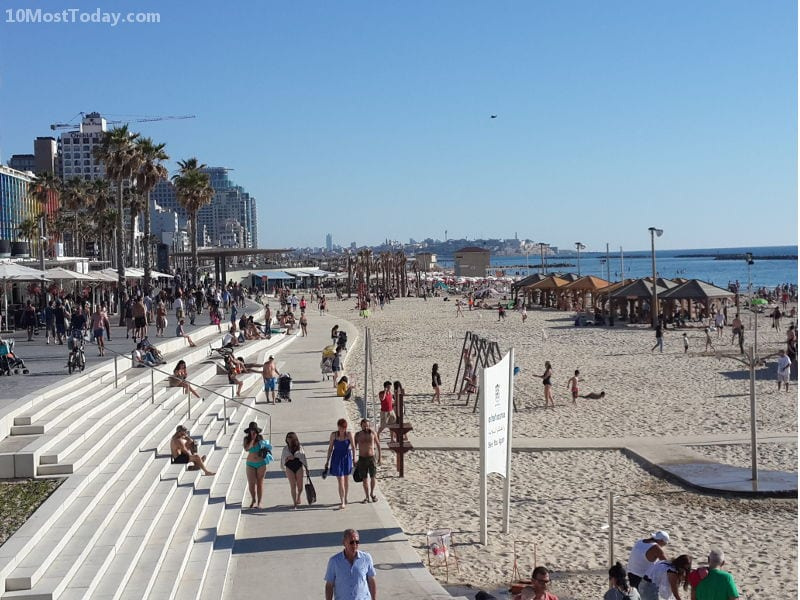 Best Attractions In Tel Aviv: The beaches and the promenade