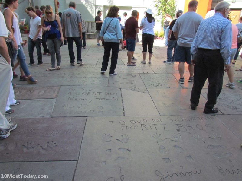 Best Attractions In Los Angeles: The famous entrance to the Chinese Theater