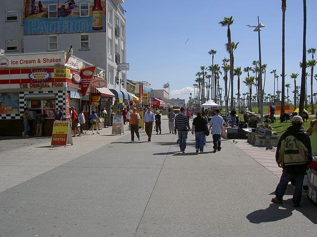 Best Attractions In Los Angeles: Venice Beach Boardwalk