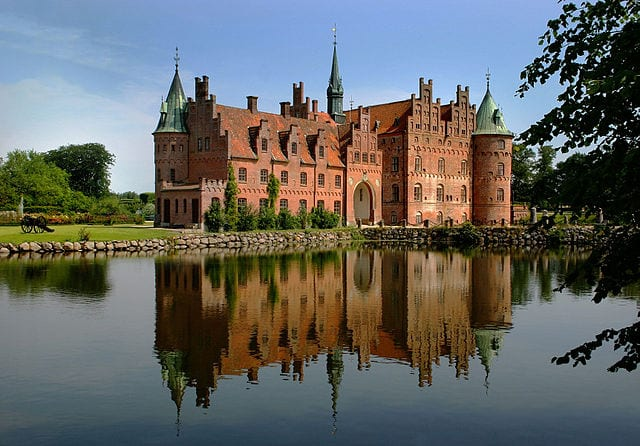 Most Amazing Moats In The World: Egeskov Castle
