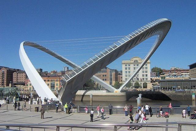 Most Amazing Drawbridges In The World: Gateshead Millennium Bridge