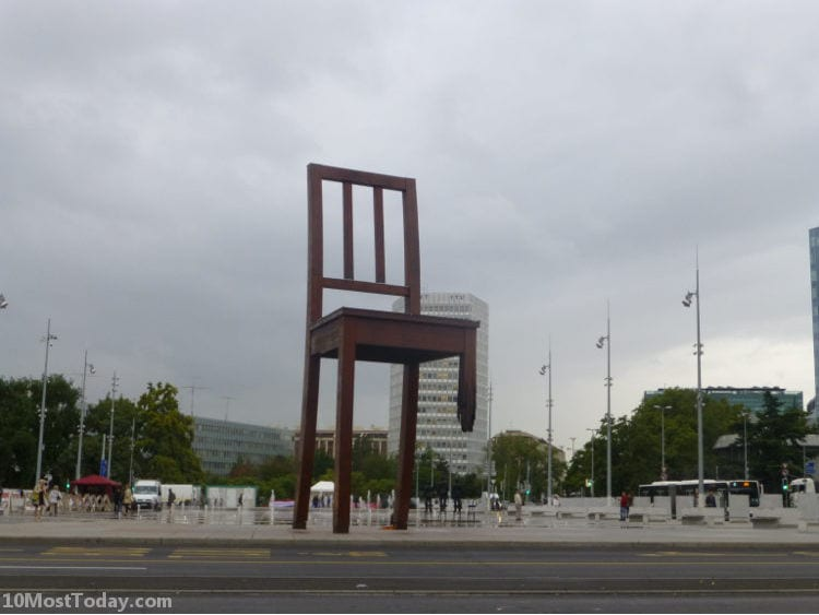 Best Attractions In Geneva: The Broken Chair
