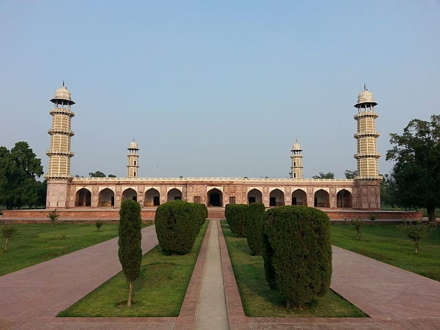 Most Famous Tombs In The World: Tomb of Jahangir